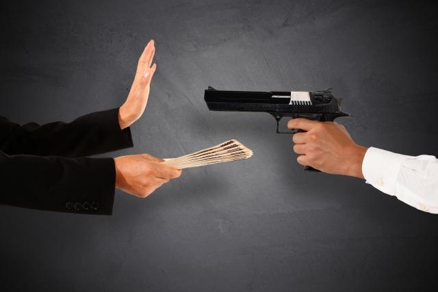 強盗罪を徹底解説!恐喝罪・窃盗罪との違い、強盗致傷罪とは?